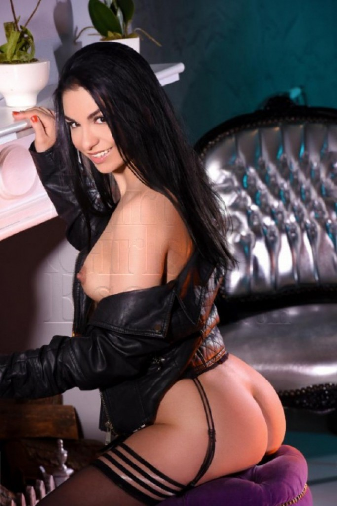 Escort Hailey - beautiful girls from London