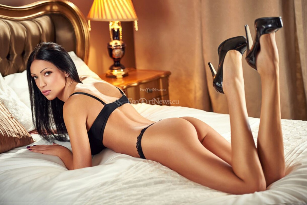 Escort Adelly - beautiful girls from London